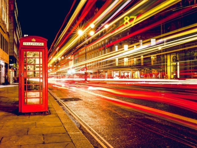 telephone-booth-768610_1280